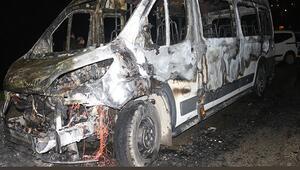 Tartıştığı babasının minibüsünü yaktı