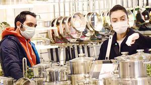 Merve Dizdar ile Gürhan Altundaşar alışverişte: Boş vakitlerde tencere alıyoruz