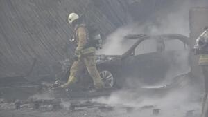 Son dakika... İstanbulda ayakkabı mağazasında yangın: 3 araç küle döndü