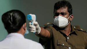 Halka kutsal iksir içirten Sri Lanka Sağlık Bakanı koronavirüse yakalandı