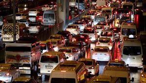 Kısıtlama sona erdi, hareketlilik başladı İstanbulda trafik kilitlendi