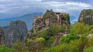 Kayaların zirvesindeki manastır: Meteora