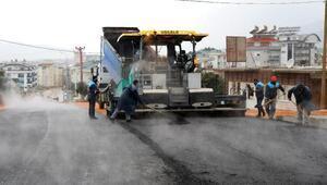 Karakocalıda bağlantı köprüsüne sıcak asfalt