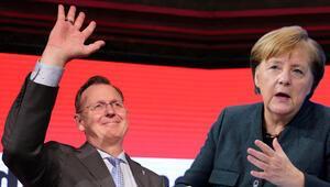 Hem Merkel'den hem de halktan özür diledi