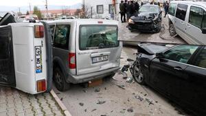 Ehliyetsiz sürücü park halindeki araçlara çarptı Vali Yardımcısı: Kaza yapan oğlum