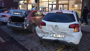 Kayseride zincirleme trafik kazası: 7 yaralı