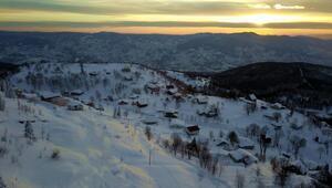 Kerem Ali Yaylasında kış güneşinin kartpostallık gün batımı