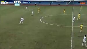 Pazarspor - Eyüpspor maçında sahada ikinci top ve penaltı kararı Kaleci Emrullah...