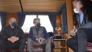 Bakan Ersoydan Five Eyes setine sürpriz ziyaret Jason Statham ve Guy Ritchie ile sohbet etti