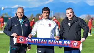 Başkanı ve teknik direktörü 'Türk' Slovak takımı; Partizan Bardejov