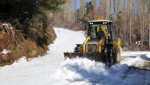 Kaşın yaylalarında karla mücadele