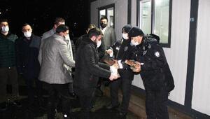 MHP Karesi İlçe Teşkilatı, kısıtlamada görev yapan polisleri ziyaret etti