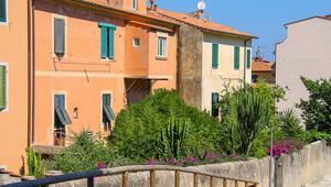 İtalyan kasabasındaki 100 ev satışa çıkıyor Sadece 1 euroya...