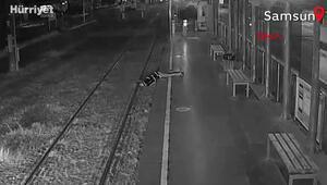 Fenalaşıp tramvay raylarına düşen kadın, makinistin dikkati sayesinde kurtuldu