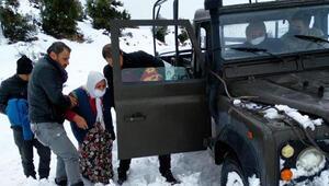 Kıbrıs Gazisi ve eşi, jandarma aracıyla ambulansa ulaştırıldı