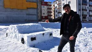 Sivasta inşaat işçisi kardan otomobil yaptı