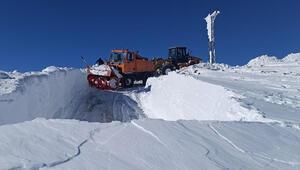 Vanda, karla mücadele ekiplerinin zorlu mesaisi