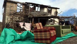 Çanakkalede yıldırım isabet eden 2 katlı ev küle döndü