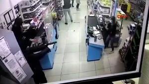 Mağazada silahlı soygun anları kamerada