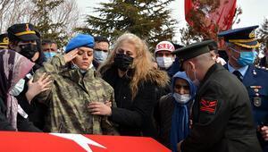 Şehit ağabeyi Piyade Uzman Çavuş Basri Demireli, asker selamı ile uğurladı