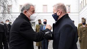 Bakan Akar Macaristan Savunma Bakanı Benko ile görüştü