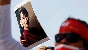 Myanmardaki darbenin hedefindeki Suu Çii 2 hafta daha gözaltında kalacak