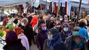 Avcılar semt pazarında yoğunluk; sosyal mesafe hiçe sayıldı