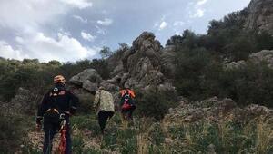 Kayalıkta mahsur kalan 2 keçi, AFAD ekiplerince kurtarıldı