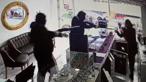 Pompalı tüfekli kuyumcu soygunu Korku dolu anlar kamerada