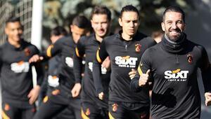 Galatasarayda Fenerbahçe maçı hazırlıkları devam ediyor Feghouli ve Gedson Fernandes...