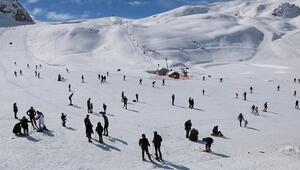 Hakkaride kayak merkezine hafta içi yoğun ilgi