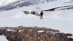 Sivasın kırsal bölgelerinde karla mücadele sürüyor