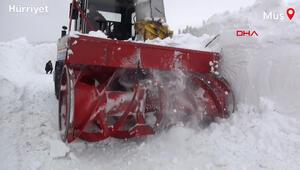 Muşta 6 metre karla zorlu mücadele