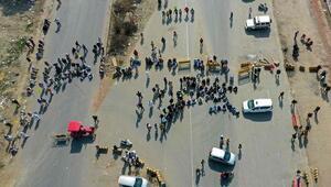 Hindistanda protestocu çiftçiler kara yollarını trafiğe kapattı