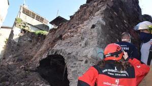 İzmirde atıl haldeki sinagog bitişikteki evin üzerine yıkıldı: 1 yaralı