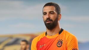 Arda Turan, Fenerbahçe-Galatasaray derbisi sonrası gözyaşlarını tutamadı