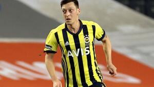 Fenerbahçe - Galatasaray derbisinde Mesut Özil, Mert Hakan Yandaşı geride bıraktı