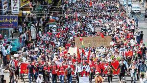 Myanmar'da darbeye karşı sivil öfke