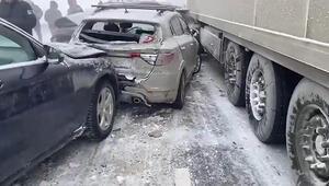 Rusya'da zincirleme kaza: 20 araç birbirine girdi