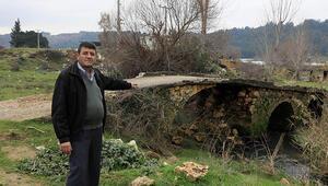 Büyük İskenderin geçtiği söylenen köprüye, traktörlerin geçmesi için beton döküldü