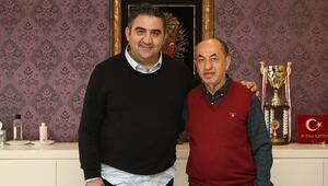 Son dakika: Ankarasporda Ümit Özat dönemi 1.5 yıllık anlaşma...