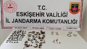 Eskişehir'de durdurulan araçta, 92 parça tarihi eser ele geçirildi