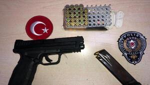 Polis ekipleri, sokağa çıkma kısıtlaması kontrolünde ruhsatsız tabanca buldu