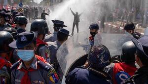 Myanmarda askeri darbe karşıtı protestolar sıkıyönetime rağmen devam etti