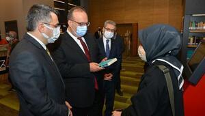 Bursa Valisi Canbolat, Uyumayan Kütüphaneyi ziyaret etti