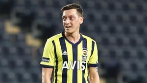 Mesut Özilin Kadıköyde yüzü gülmüyor