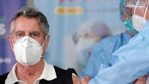Peruda ilk koronavirüs aşısı bir doktora yapıldı