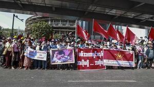 Myanmarda güvenlik güçleri Suu Çiinin partisinin merkez binasını bastı