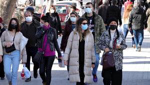 Mutasyonlu koronavirüs görülen kentte korkutan kalabalık