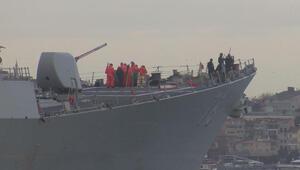 ABD savaş gemileri peş peşe geçti... Çok sayıda askerin İstanbul Boğazını seyrettiği görüldü